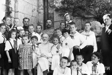 The All-Union Pioneer Camp Artek, which is now the International Children's Center Artek, opened in Crimea 85 years ago. Artek was founded as a camp for children suffering from tuberculosis following a proposal made by Zinovy Solovyev, the chairman of the Russian Red Cross Society. Photo: children staying at Artek with Mikhail Kalinin, chairman of the Presidium of the Supreme Soviet of the USSR (bottom center), and Semyon Budyonny, Marshal of the Soviet Union (top center), 1946.