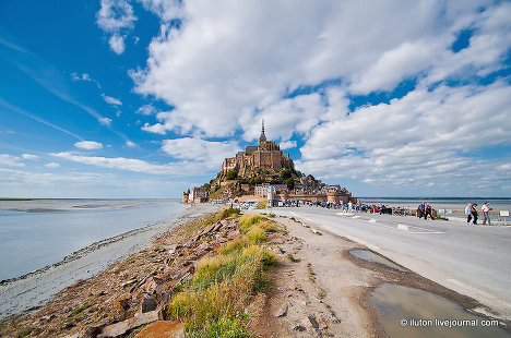 The fortress town of Mont Saint-Michel, located in Normandy, France, has existed for more than 13 centuries. The island is a granite rock 930 meters in diameter and 92 meters above sea level.