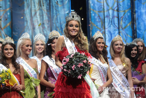 Darya Konovalova (center), 22, a student of the Lomonosov Moscow State University, won the 16th national final of the Krasa Rossii (Beauty of Russia) 2010 beauty pageant. The first runner-up was Tatyana Sayapina from Voronezh and the second runner-up was Yekaterina Starikova from Novosibirsk. The third runner-up was Alyona Kuznetsova from Moscow.
