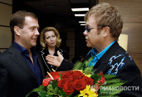 Dmitry and Svetlana Medvedev thanked Elton John for his performance. They told him they really liked his concert and gave him flowers. <br /><br />