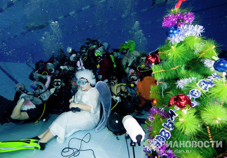 Members of the Moscow-based Western Bridge divers club celebrated New Year's Eve in a swimming pool.