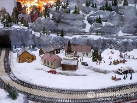 Even the businesslike and somewhat reserved Washington gets decorated for Christmas. The Holiday Model Train, which winds its way through Norwegian fjords and mountains, has been launched at Union Station, Washington, D.C.'s central train station. <br /><br />