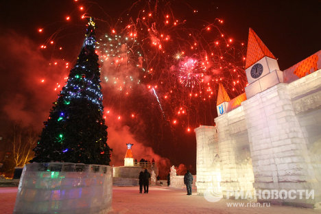Only hours remain before the New Year. How Russian cities will celebrate it is illustrated in this RIA Novosti image gallery, which opens with Novosibirsk.