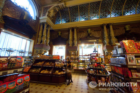 The Yeliseyev Grocery Store and wine cellar opened in Moscow on February 5 (January 23 by the old calendar), 1901. The country's most renowned grocery store continues to attract customers to this day with its spectacular interior and wide variety of goods.