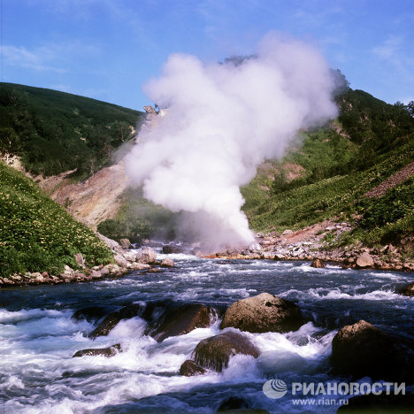 Geyser Valley was discovered along the Shumnaya River on April 14, 1941, by hydrologist Tatyana Ustinova from the Kronotsky Nature Reserve and her guide Itelmen Anisifor Krupenin. They called the first geyser Pervenets (First-born).