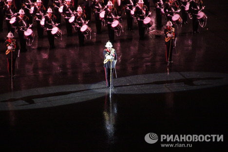 …after that the tune Lonely Piper and other melodies played in tribute of fallen soldiers close the spectacular event.