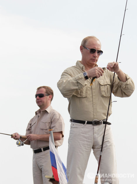 Russia's ruling tandem of President Dmitry Medvedev and Prime Minister Vladimir Putin have put on a new show of unity ahead of elections by going fishing and taking a joint dive in the river.