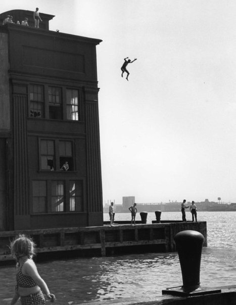 An exhibition by Ruth Orkin, an outstanding U.S. photographer of the 20th century, opens on December 8 at the Lumière Brothers Center for Photography. Photo: Boy Jumping into the Hudson River, 1948.