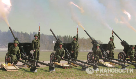 A 30-gun salute at 10 p.m. on May 9 will cap Victory Day festivities in Moscow. The 449th Independent Fireworks Display Battalion prepared for the event by carrying out test firing.