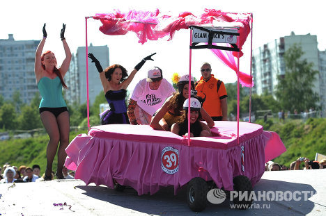 The Soapbox Race, a fancy-dress race in homemade carts, took place in Moscow on Sunday.
