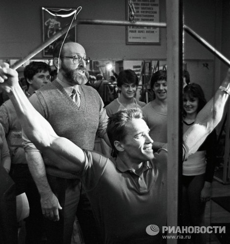 Arnold Schwarzenegger met with Yuri Vlasov, a major influence, twice during his visits to Moscow.<br />Photo: Schwarzenegger and Yuri Vlasov at the Atletika sports club.