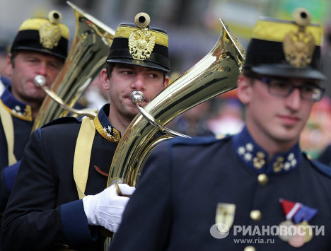 "The Fifth International Military Music Festival ""Spasskaya Tower"" opened in Moscow. Festival participants marched down Tverskaya Street from Triumfalnaya Square toward Manezh Square. Photo: Soldiers of Austria's k.u.k. Wiener Regimentskapelle IR4 during the parade."