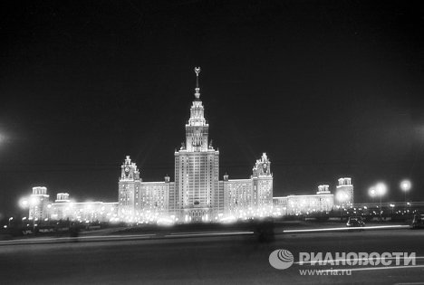 On September 12, 1947, the people of Moscow celebrated the city's 800th anniversary. On that day, the foundations of eight skyscrapers were laid all over Moscow in an impressive setting. But one of the eight buildings was never completed. Photo: Lomonosov Moscow State University in 1960.