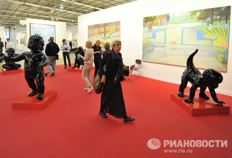 The Art Moscow 16th Contemporary Art Fair has opened in the Central House of Artists.