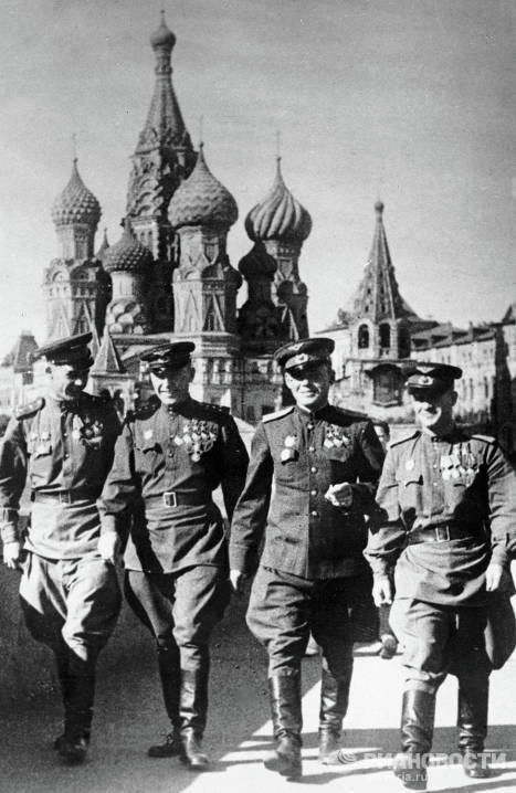 The post-war period in Moscow witnessed the revival and development of industry and agriculture. Photo: heroes of the Soviet Union, pilots Alexander Pokryshkin (second from left), Grigory Rechkalov (center) and Nikolai Gulayev (right) in Red Square on August 1, 1946.