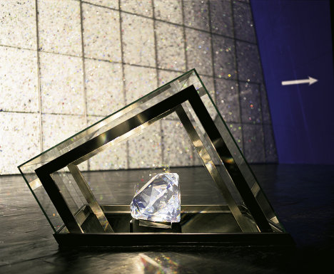 One of the largest Swarovski crystals in the world is on display in the hall. It weights 310,000 carats (about 62 kilograms) and is 40 centimeters in diameter.