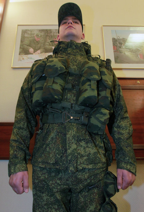The Russian Army will switch to the new uniforms in 2014.